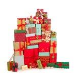 Färgrik bunt av julgåvor arkivfoton