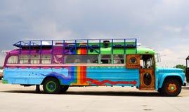 färgrik buss arkivbilder