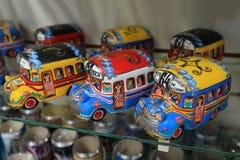 Färgrik bussmodell i La Boca, Argentina royaltyfria foton