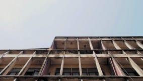 Färgrik byggnad i dagtid arkivbilder