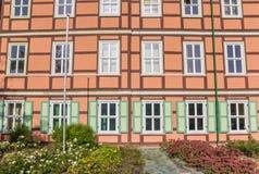 Färgrik byggnad i den historiska mitten av Wernigerode Royaltyfri Fotografi