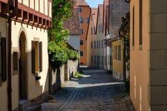 Färgrik byggnad i gammal gata av Rothenburg obder Tauber, Bav Arkivfoto
