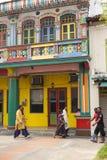 Färgrik byggnad i lilla Indien Singapore Arkivbild