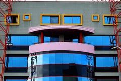Färgrik byggnadsfasad med fönster och balkongen Fotografering för Bildbyråer
