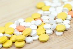 Färgrik closeup för för medicinpreventivpillerminnestavlor eller droger royaltyfri bild