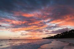 Färgrik cloudscape, karibisk soluppgång fotografering för bildbyråer