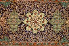 Färgrik dekorativ mosaik på en vägg av relikskrin av Sayyida Kh Royaltyfria Foton