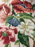 Färgrik design för blommamodell på kläder Royaltyfri Foto