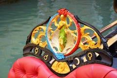 Färgrik detalj av gondolen, Venedig arkivfoton