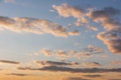 färgrik dramatisk skysolnedgång för oklarhet Royaltyfri Foto