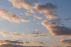 färgrik dramatisk skysolnedgång för oklarhet Royaltyfri Bild