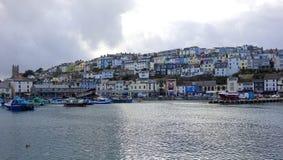 Färgrik färgglad för Brixham för husfartyg hamn Devon Eng hamn Fotografering för Bildbyråer