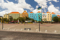 Färgrik färgglad fyrkant i Willemstad i Curaco royaltyfria bilder