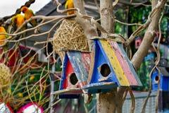 Färgrik fågel house Royaltyfri Foto