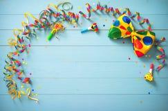 Färgrik födelsedag- eller karnevalbakgrund royaltyfria foton