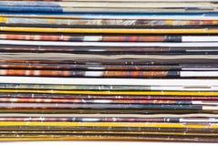 färgrik förlagetidskriftbunt Arkivfoton