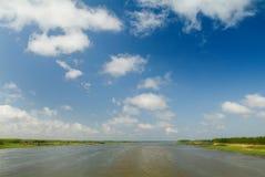 färgrik flod Arkivfoto