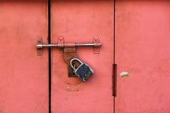 Färgrik forntida låst dörr Fotografering för Bildbyråer