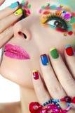 Färgrik fransk manikyr och makeup arkivfoto
