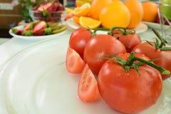 Färgrik frukt- och grönsakbakgrund Grupp av olik frukt arkivbilder