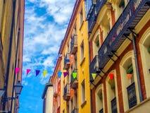 Färgrik gata i Madrid, Spanien Arkivfoto