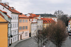 Färgrik gata i Prague Arkivfoto