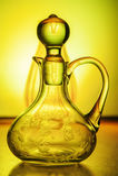 Färgrik genomskinlig glass krus Royaltyfri Bild
