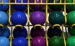 färgrik golfminiature för bollar Arkivbild