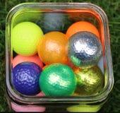 Färgrik grupp av golfbollar Royaltyfri Bild