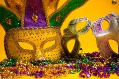 Färgrik grupp av Mardi Gras eller venetian maskeringar Arkivbilder