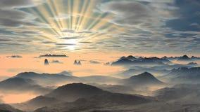Färgrik gryning över dimmiga berg