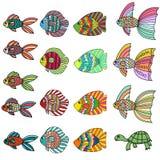 Färgrik gullig uppsättning för tecknad filmklotterfisk Utdragen tunn linje tropisk akvariefisk- för hand och sköldpaddasymbolssam royaltyfri illustrationer