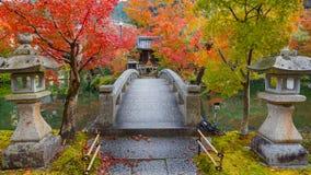 Färgrik höst på den Eikando Zenrinji templet i Kyoto, Japan arkivfoto
