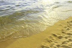 Färgrik havstrandsoluppgång Arkivbild