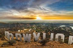 Färgrik himmel över det Hollywood tecknet royaltyfri bild