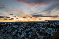 Färgrik himmel för soluppgång i Stavanger Norge royaltyfria bilder