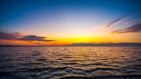 Färgrik himmel och vatten i sjön Paliastomi i morgon, Poti, Geo Royaltyfri Bild