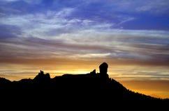Färgrik himmel på solnedgången, Roque Nublo, Gran canaria Arkivfoton