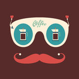 Färgrik hipstertappningsolglasögon med kaffekokkärl Arkivfoton