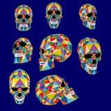 Färgrik illustration för skalle från polygoner Typografi t-skjorta diagram, vektorer stock illustrationer