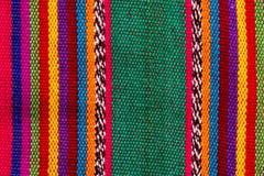 Färgrik indisk textil i färgrika band arkivfoto