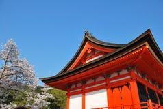 färgrik japansk pagoda royaltyfri bild