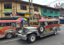 Färgrik jeepney Fotografering för Bildbyråer
