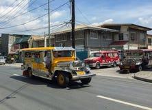 Färgrik jeepney Royaltyfri Foto