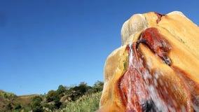 Färgrik jord av Analavory geysers stock video