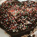 Färgrik kaka för choklad royaltyfria bilder
