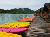 färgrik kanot Arkivfoton