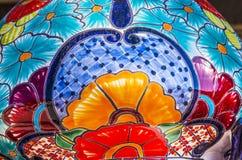 Färgrik keramisk blå blommakruka Dolores Hidalgo Mexico Royaltyfria Bilder