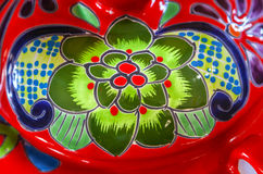 Färgrik keramisk grön röd blommakruka Dolores Hidalgo Mexico Royaltyfri Bild