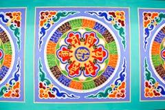 Färgrik kinesisk målning på tak Royaltyfria Bilder